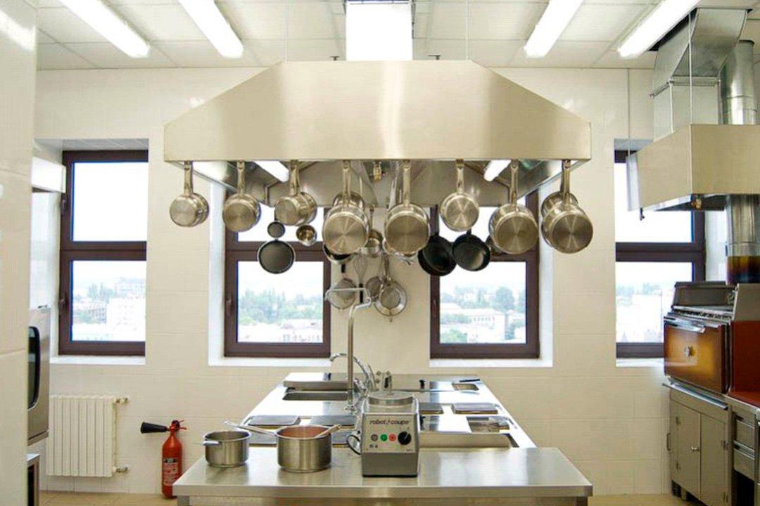 Генеральная уборка кухни ресторана + мойка окон