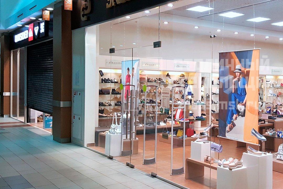 Мойка стекол фасада магазина с двух сторон